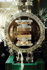 SPring-8のアンジュレーター断面  (提供:理化学研究所)