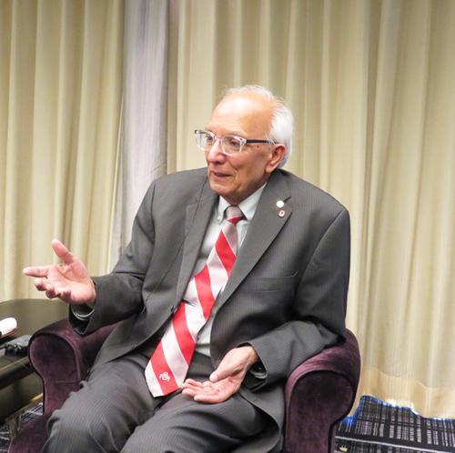 サイエンスポータルのインタビューに答えるラタン・ラル博士(4月11日、東京都千代田区のホテルニューオータニで)