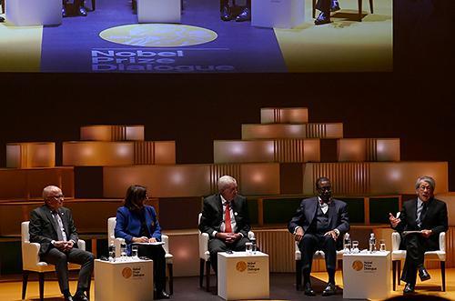 パネルディスカッションで農業科学の観点から意見を述べるマリオン・ギュー氏(左から2番目)