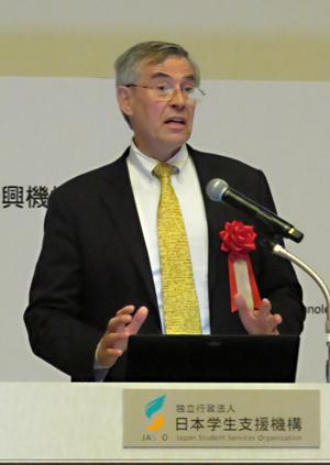 写真 基調講演するAAAS・CEOのラッシュ・D・ホルト氏
