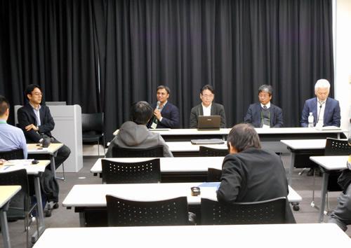 「サイエンスアゴラ」セッション(中島氏の左、マイクを持つのがアハメッド・アシル九州大学准教授).