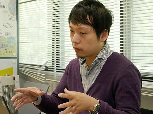 写真4 受講生の学ぶ姿勢について語る西尾直樹氏