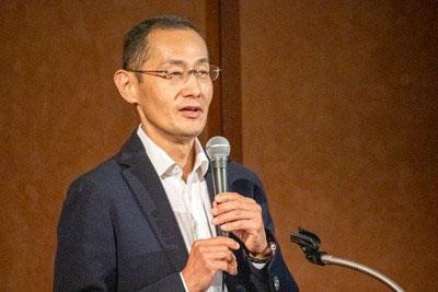 昨年8月に開かれた「国際科学オリンピック日本開催」シンポジウムで講演する山中伸弥教授