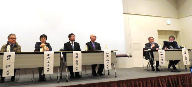 13日午後、横浜市内で開かれたメディア・市民向けの緊急セミナーの登壇者。