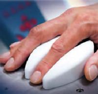 画像 QSTの研究グループが開発した「非侵襲血値値センサー」試作品(提供・QST)