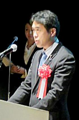 来賓のあいさつをする白須賀貴樹・文部科学大臣政務官