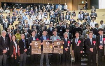 開幕セレモニーで開会宣言が行われた後のフォトセッション