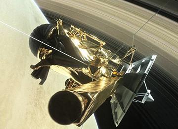 土星の輪の内側に向かう土星探査機カッシーニの想像図(提供・NASA / JPL-Caltech)