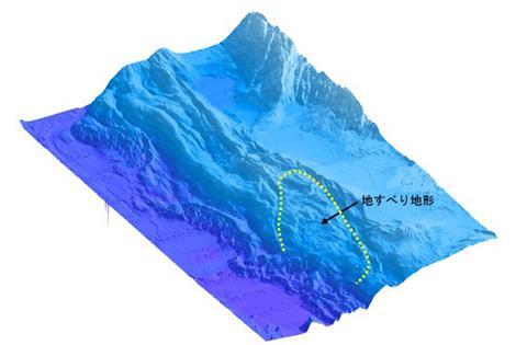 今回判明した巨大海底地すべりの地形。黄色の点線で囲まれた範囲は津波を発生させた海底地滑り域(提供・産業技術総合研究所)