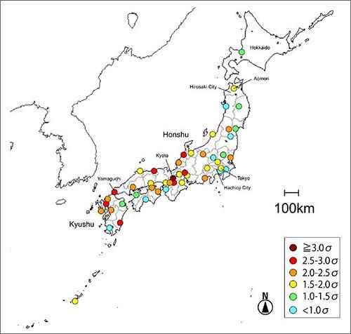 図 1989〜2014年の雷発生数がどれくらい「27日周期」になっているかを示している。青→赤となるほど、「27日周期」である確実性が高い。九州から本州中西部にかけて、確実性が高くなっている。(宮原さんら研究グループ提供)