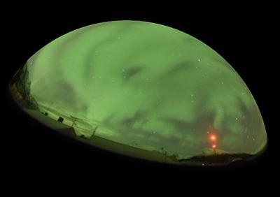 図1 脈動オーロラ。数秒から数十秒おきに明滅する。(提供 国立極地研究所/Aurora 3D project)