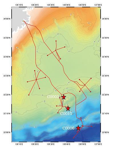 図2 DONET1(赤い線)とC0002、C0006、C0010の場所。?0006は和歌山県新宮市から南東約100kキロの海域(北緯33度2分、東経136度48分)(提供・JAMSTEC)