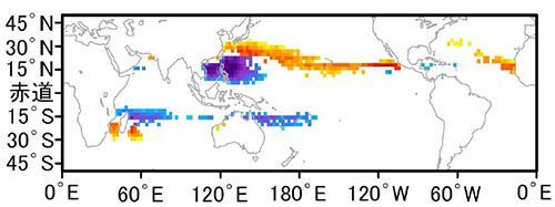 図 猛烈な台風やハリケーンなどが通過する頻度の変化。現在に比べて増える幅が大きいほど赤みが強く、逆に青、紫と通過頻度が少なくなる。日本の南海上からメキシコにいたる太平洋上の帯状海域で増加している。(吉田さんら研究グループ提供)