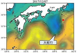 図4 「黒潮親潮ウォッチ」に掲載されている12月7日の海流予測図。依然として大蛇行が続いている。図中の赤丸は八丈島。黒潮が八丈島の北を通っていると、大蛇行は安定する傾向にある。(海洋研究開発機構提供)