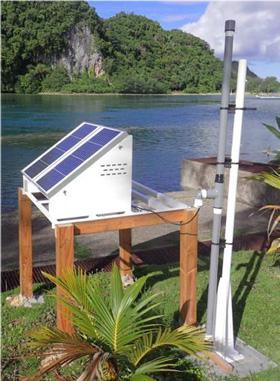 パラオなどに設置した雷センサー(高橋教授提供)