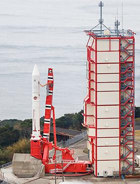 打ち上げ前のイプシロン4号機(鹿児島県肝付町の内之浦宇宙空間観測所)(提供・JAXA)