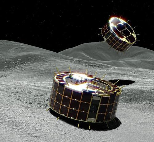 画像4 小惑星「りゅうぐう」の地表を探査する「ミネルバⅡ・1」の小型探査ローバ「ローバ1A」(奥)と「ローバ1B」(手前)の想像図(JAXA提供)