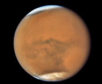 画像1 NASAのハッブル宇宙望遠鏡が7月18日に撮影した地球に大接近する火星の南半球(Credits: NASA, ESA, and STScI)