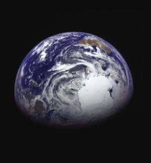 画像3 「はやぶさ2」が2015年12月4日に撮影した地球。地球から約34万キロ離れた宇宙に浮かんでいる。地球の画像の上部やや右側にオーストラリア大陸が、右下近くに南極大陸がそれぞれ見える(JAXA提供)