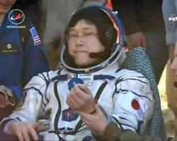 画像1 無事地球に帰還した金井宣茂飛行士(提供・NASA/ NASA Television)