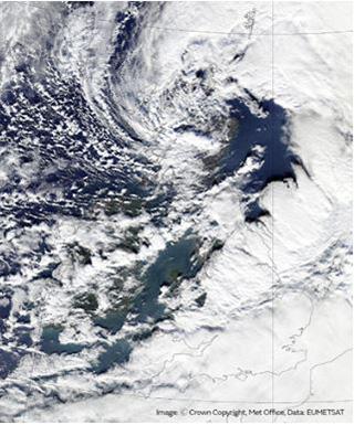 2月中旬に英国を襲った暴風雨デニスの衛星写真(英気象庁提供)
