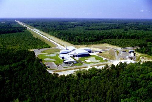 図 米ルイジアナ州にあるLIGOの観測施設(LIGO提供)