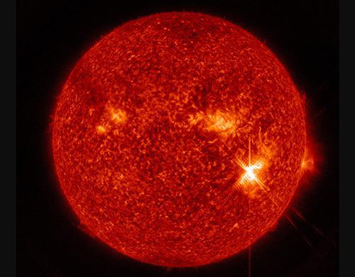 画像 NASAの観測衛星がとらえた太陽フレア(日本時間6日午後)(提供・NASA/Goddard/SDO)