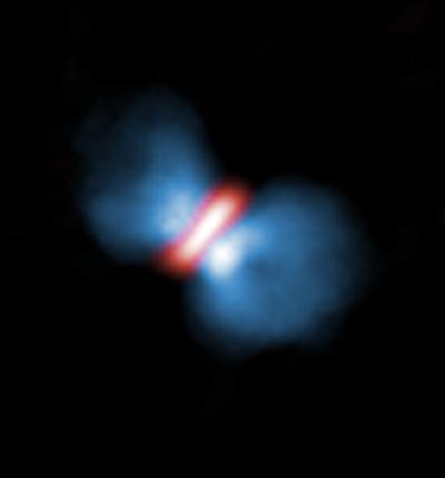 画像1 アルマ望遠鏡が観測したオリオンKL電波源I。星を取り巻く円盤(赤)と、それに垂直に吹き出すアウトフロー(青)の分布が分かる(提供・国立天文台/ALMA〈ESO/NAOJ/NRAO〉, Hirota et al.)