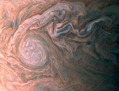 画像2 米探査機ジュノーが2017年2月2日に木星の上空14,500キロで捉えた対流の渦(提供・NASA)