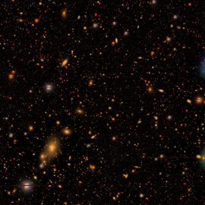 画像1 HSC-SSP で観測された「ろくぶんぎ座」方向に千以上の銀河が浮かぶ様子の合成画像。距離は数十億光年。(米プリンストン大学/HSC Project提供)