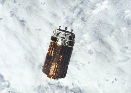写真 昨年12月13日にISSに接近した「こうのとり6号機」(提供・米航空宇宙局)