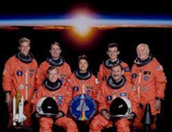 写真4 1998年のSTS−95ミッションの搭乗員。後列右端がグレン氏、中央が向井千秋さん(NASA提供)