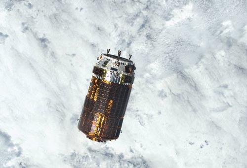 写真1 国際宇宙ステーションに接近したこうのとり6号機(NASA提供)