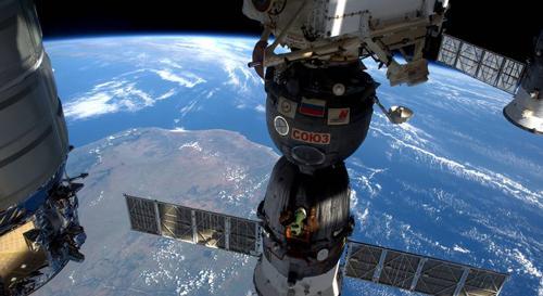 写真2 国際宇宙ステーションから地球の眺め(2016年4月撮影)(NASA提供)