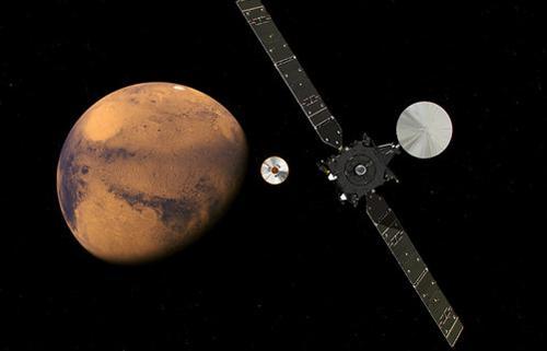 図 火星探査機の母船「TGO」(右)から分離されて火星に向かう円盤形の着陸機「スキャパレリ」(中央)の想像図(ESA提供)
