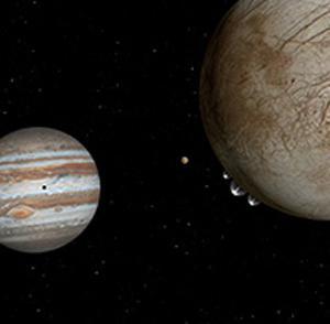 図2 表面から水とみられる液体を噴出するエウロパの想像図。左下は木星(NASA作成・提供)