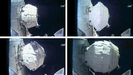図1 空気が注入されて次第に膨張し居住棟になった「BEAM」(右下)(NASA提供)