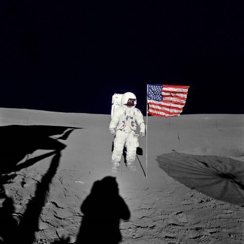 月面に立ったエドガー・ミッチェル宇宙飛行士(1971年2月5日、NASA提供)
