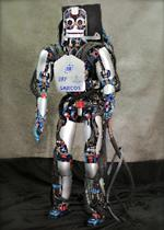 サルの脳信号受けて歩くロボット