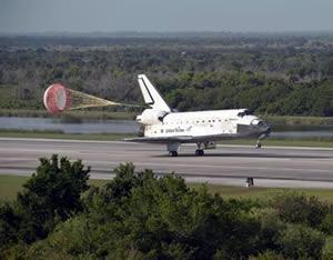 ケネディ宇宙センターに着陸したディスカバリー