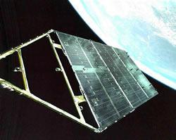 展開に成功した太陽電池パドル