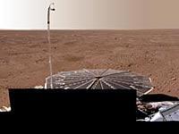 フェニックスと着陸地点周辺の火星の光景
