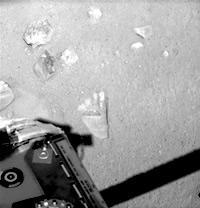 フェニックスのロボットアームが火星表面につけた跡