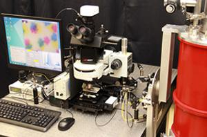 写真 産総研の研究グループが開発した光子顕微鏡(プロトタイプ)の全体写真(提供・産総研)