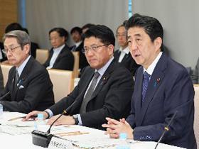 5月13日に首相官邸で開かれた第44回総合科学技術・イノベーション会議で発言する安倍晋三首相(右端、提供・首相官邸)