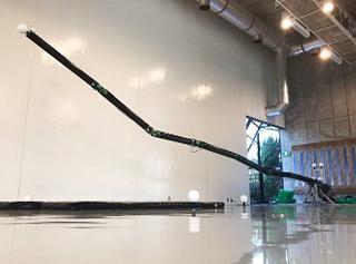 多関節ロボットアーム。全体アーム全長10メートル、直径20センチメートル、重量300キログラム(提供・NEDO/東京工業大学)