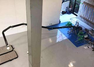 多関節ロボットアームを屈曲させた様子(提供・NEDO/東京工業大学)