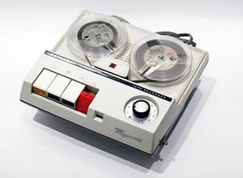 写真2 小型オープンリール・テープレコーダRQ-303 「マイソニック」(提供・国立科学博物館/パナソニック)