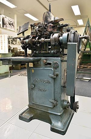 写真1 新聞博物館の活字鋳造機(提供・熊本日日新聞社/新聞博物館)