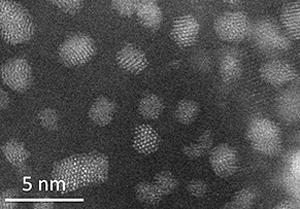 画像 細野教授らが発明したアンモニア合成新触媒の電子顕微鏡拡大画像(n=ナノは10億分の1)(提供・JST/東京工業大学)
